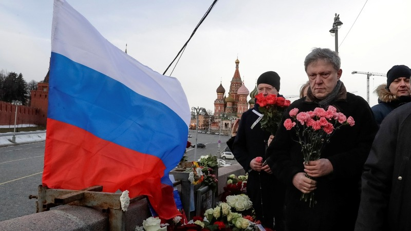 Activists booted from 'Nemtsov' bridge