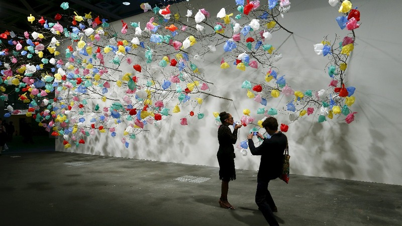 China's cash controls loom over Hong Kong art bonanza