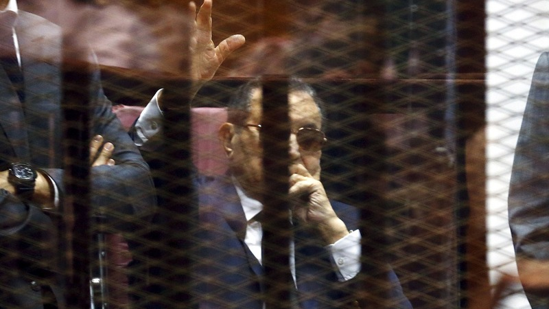 Overthrown Egyptian leader Mubarak walks free