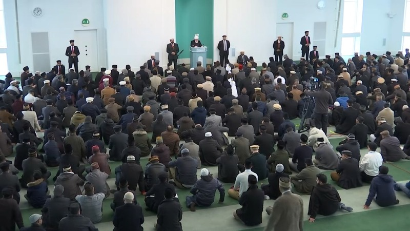 London mosque holds prayers for attack victims