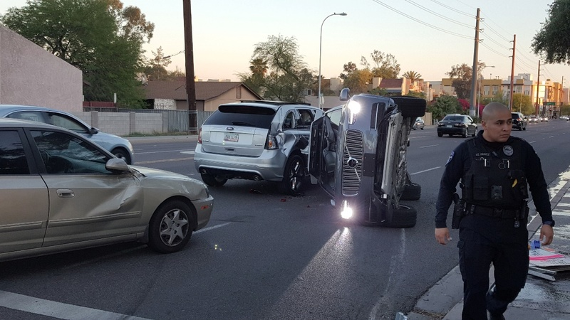 Uber halts driverless car program after crash
