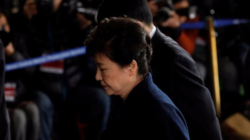 Prosecutors seek arrest warrant for Park Geun-hye