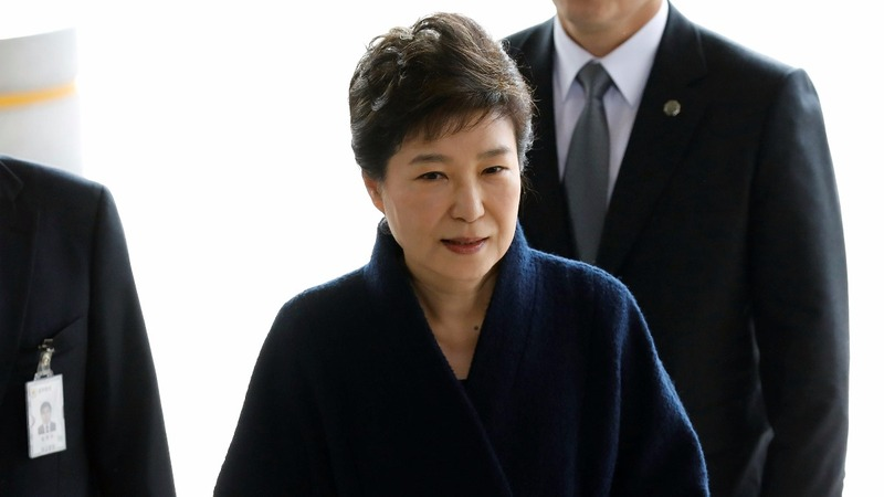 Prosecutors seek arrest warrant for Park Geun-hye