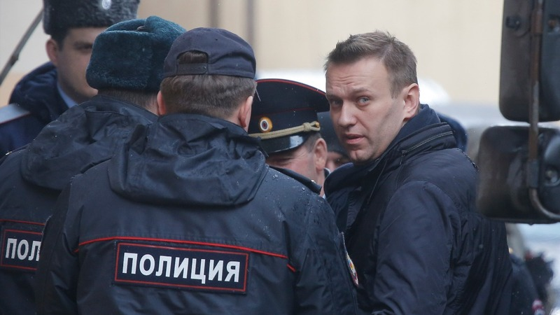 Navalny in court as Kremlin faces pressure