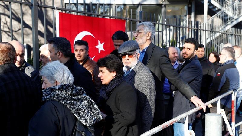 Turks begin to vote in key referendum