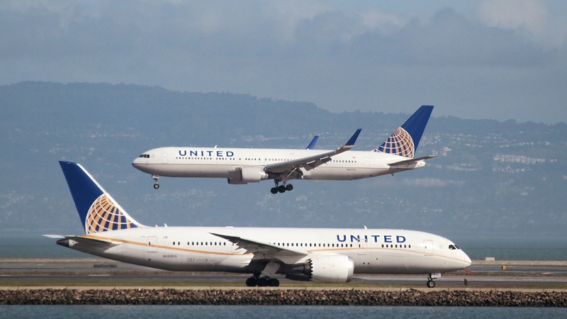"United Airlines under fire over ""Leggings-gate"""