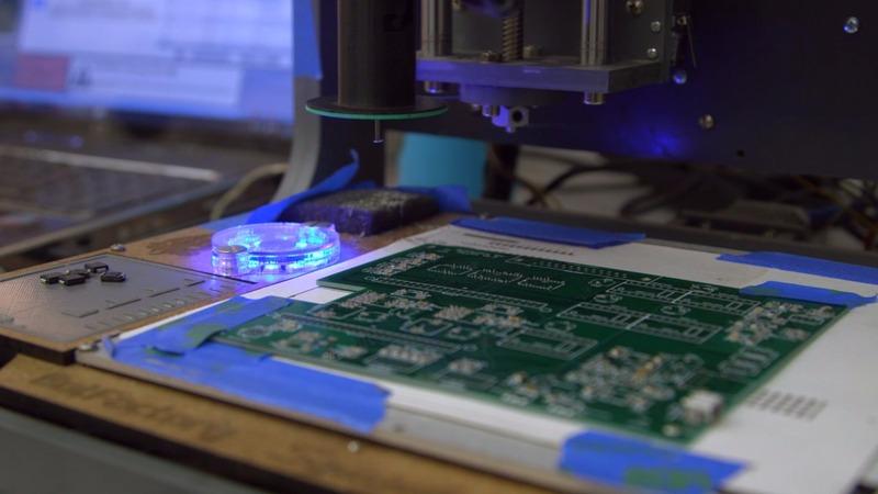 Circular circuits: This machine builds itself