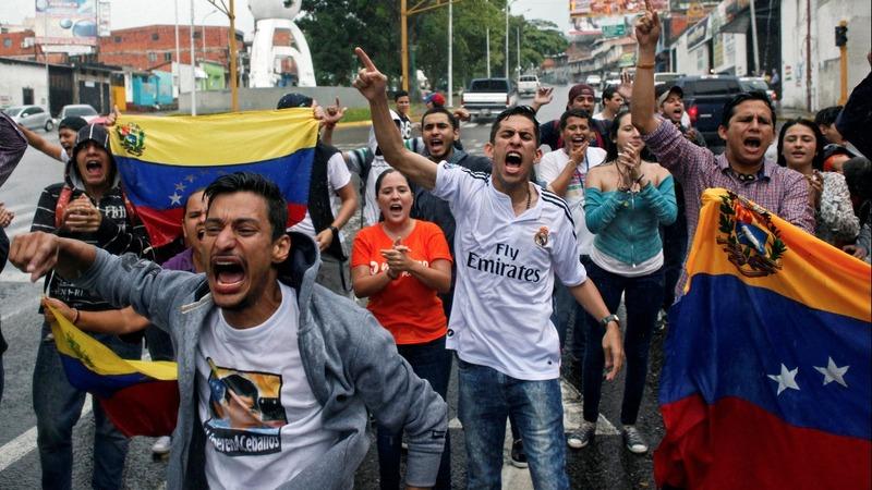 Protests mount in Venezuela, top official dissents