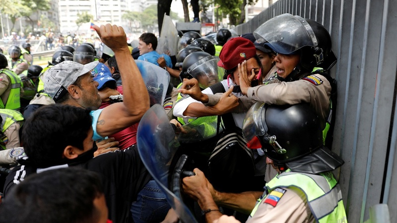 Venezuela security forces clash with anti-Maduro protesters