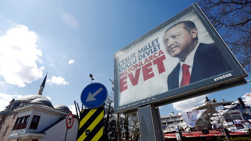 Turkish referendum No campaign turns to song