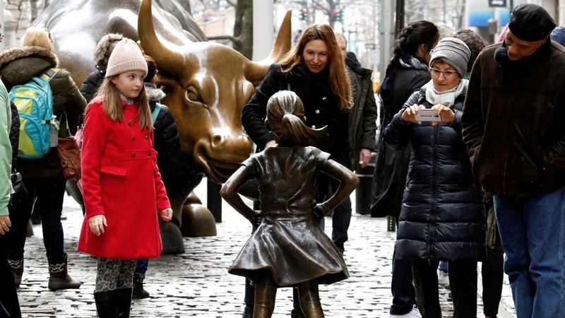 'Charging Bull' sculptor says 'Fearless Girl' violates his rights