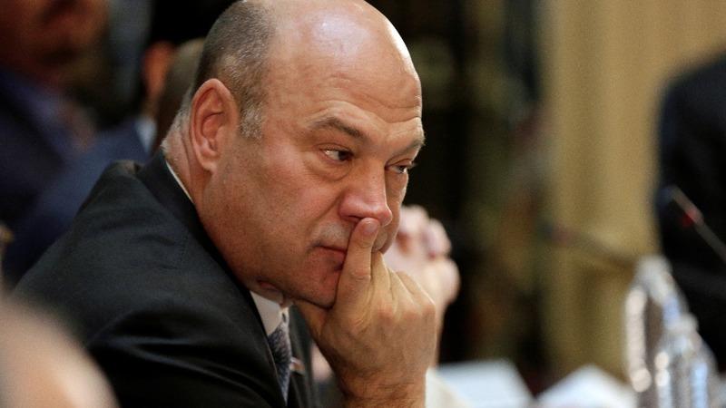 Ex-Goldman banker Cohn moving Trump toward moderate policies