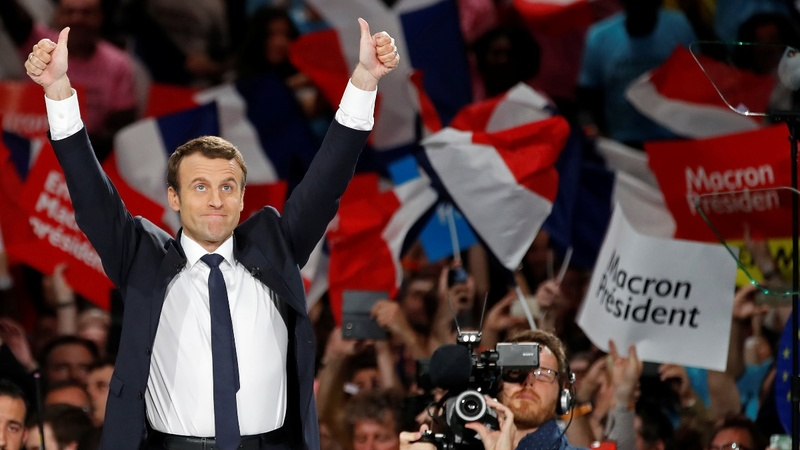 Macron clings on to lead in French election