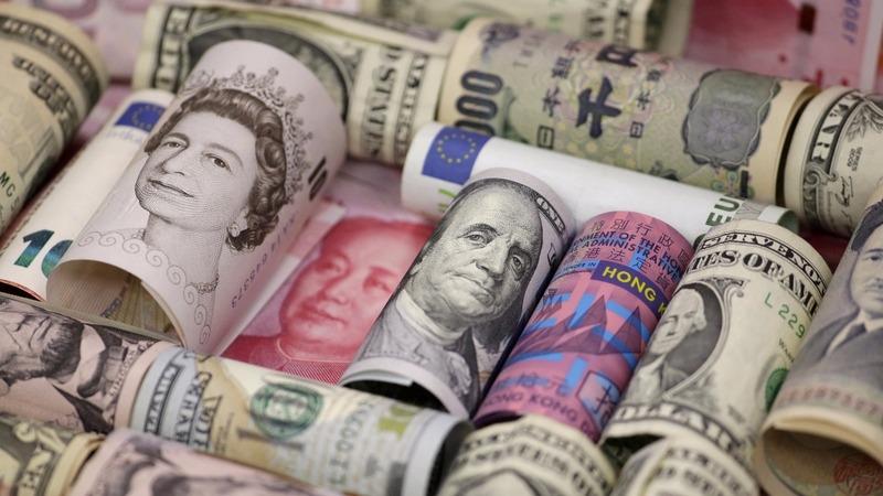 World shoppers going cashless, fast