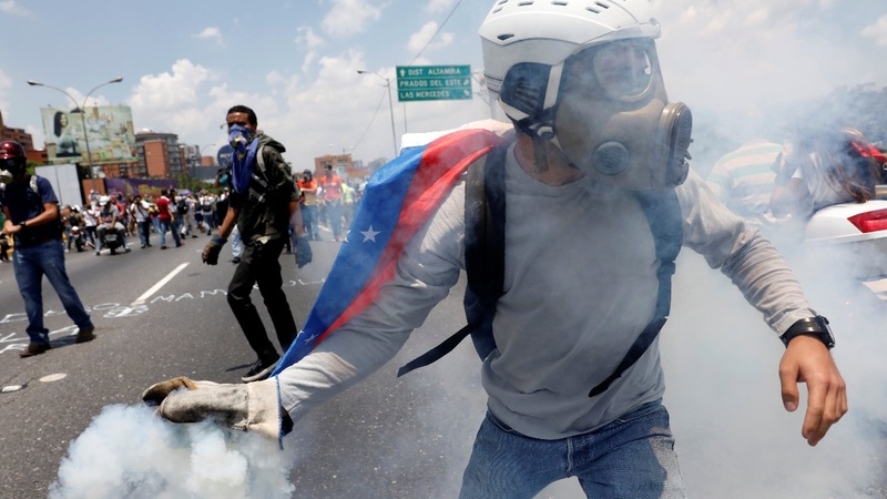 Opposition struggles to maintain peace in Venezuela protests