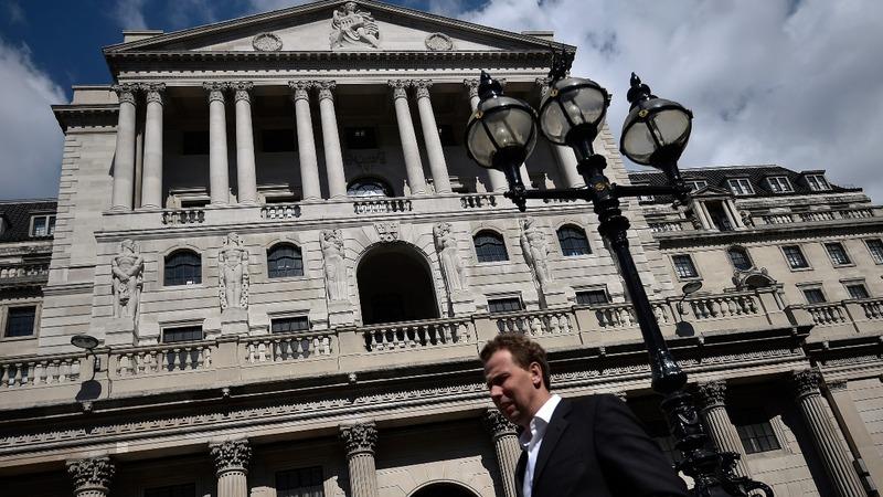UK economy slows as consumer spending falters