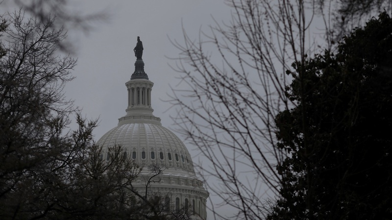 U.S. lawmakers reach deal averting shutdown