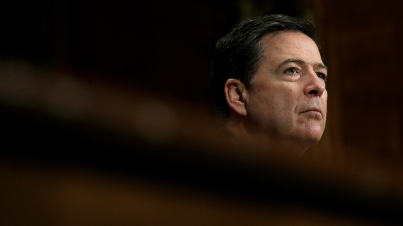 FBI chief defends disclosing of Clinton probe