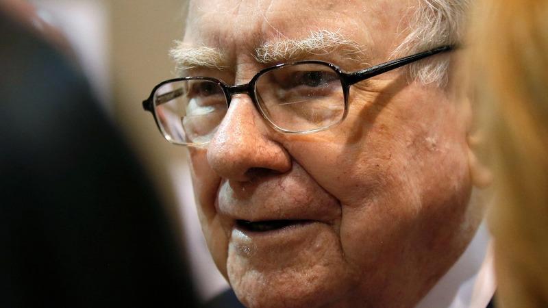 Buffett talks bad banks, big misses at annual meeting