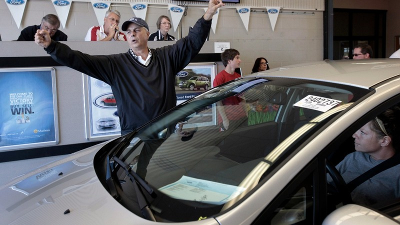 Used-car glut is a dealer's dream, automakers' nightmare