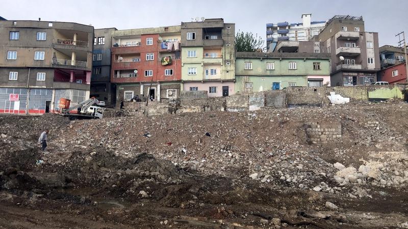 U.S.-Turkey divide over Kurds fuels border strife