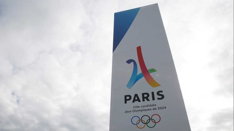Macron woos Olympic committee on France bid