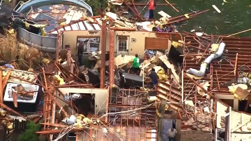 Deadly tornadoes hit Oklahoma, Wisconsin