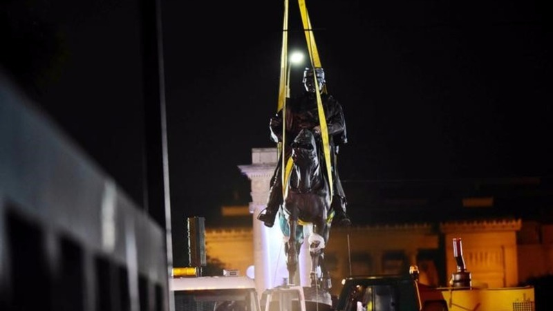 Sparks fly as U.S. cities dismantle Confederate statues
