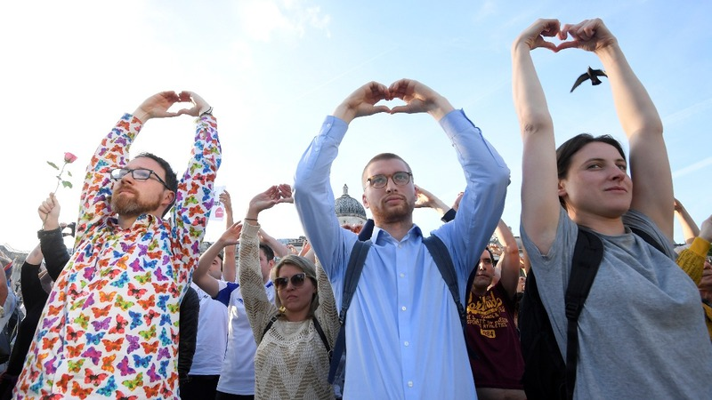 INSIGHT: Manchester shows spirit at 'vigil of peace'