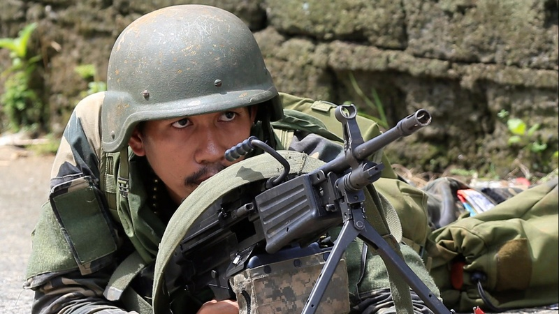 Filipino troops fight to retake city from militants