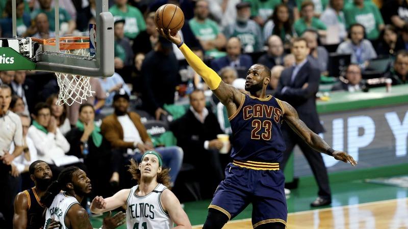 LeBron James surpasses Jordan record