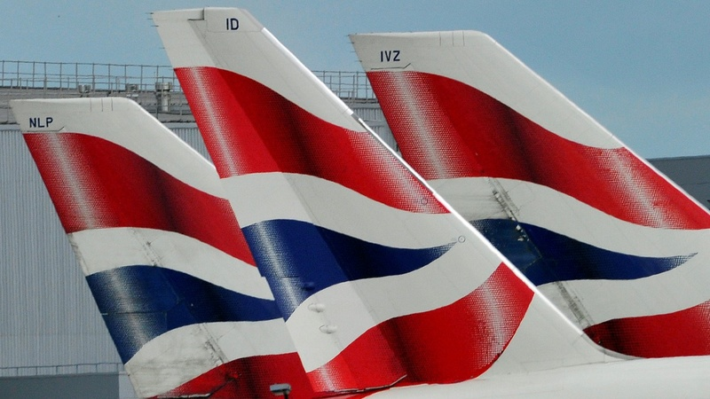 Long queues at UK airports after IT outage