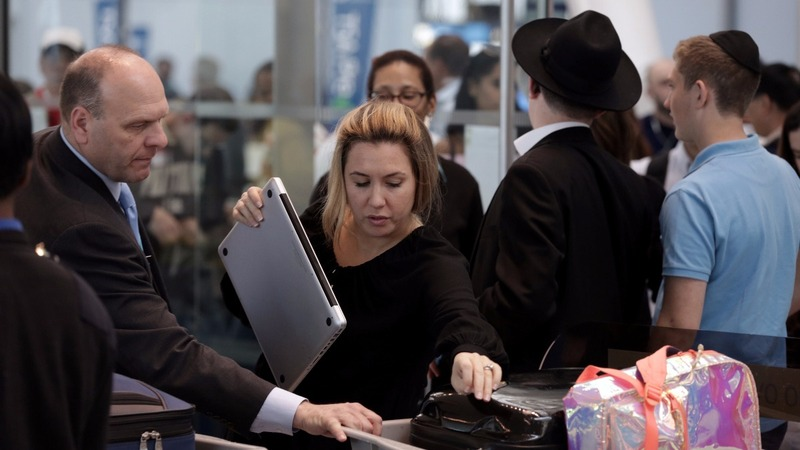 White House closer to expanding airplane laptop ban