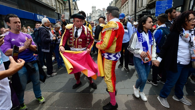 Fans party ahead of  Champions League final