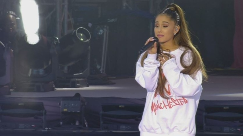 Manchester concert: tearful Ariana returns