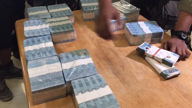 Philippine troops find stash of Islamist cash in Marawi