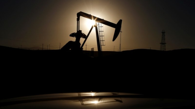 Oil slides as traders see OPEC deal in danger