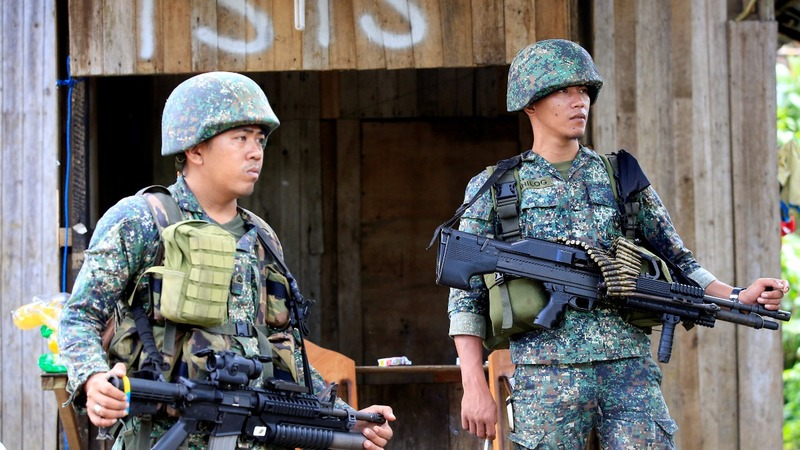 Philippines troops close in on militant-held city center
