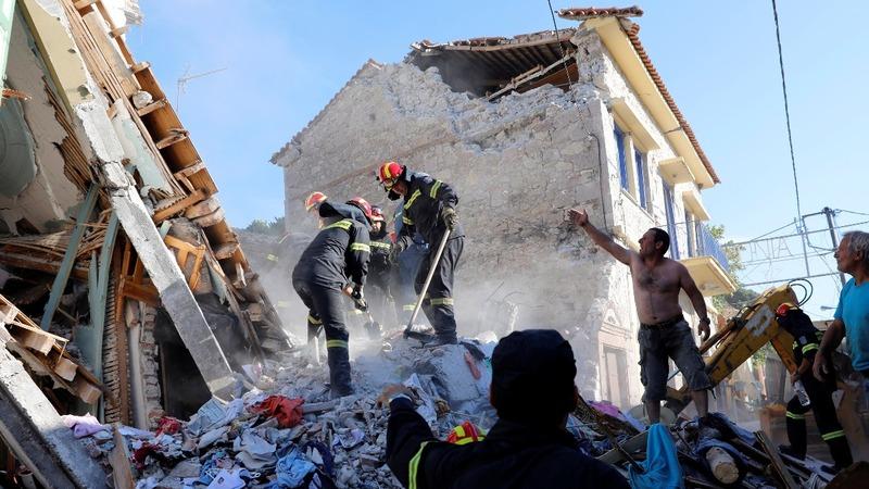 Greek earthquake flattens homes, kills one