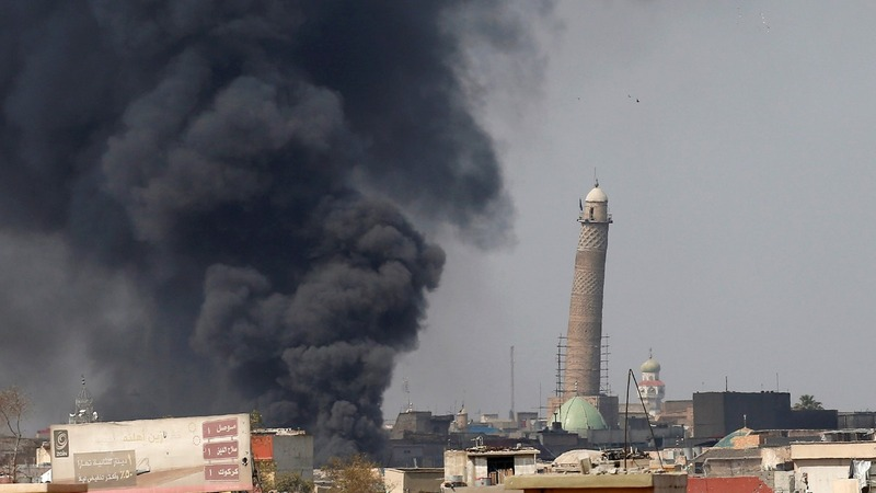 Fight for Mosul: forces close in on old city
