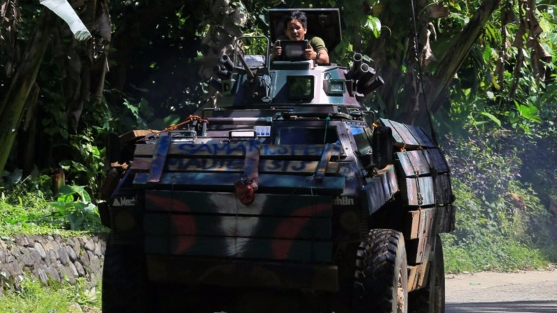 Islamist militants slow army advance in the Philippines