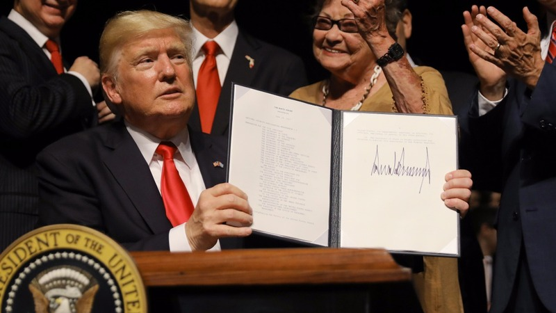 Trump clamps down on Cuba travel