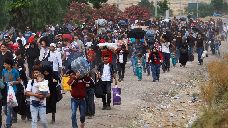 Thousands of Syrian refugees head home for Eid holiday