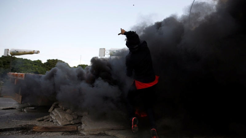 Venezuelan protesters set fires in anti-government protest