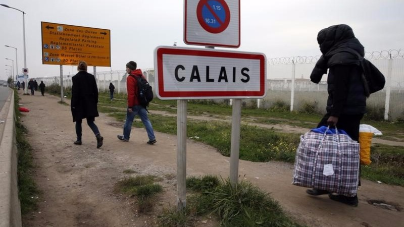 Disillusioned migrants trickle back to Calais