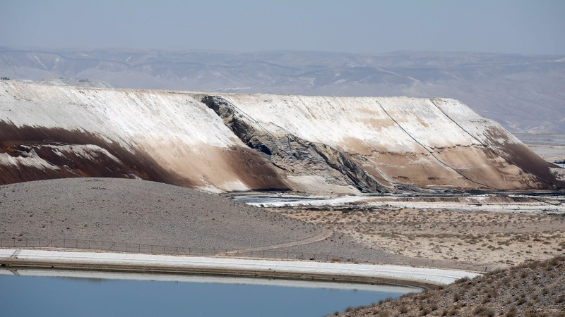 Acid 'tsunami' surges through Israeli desert