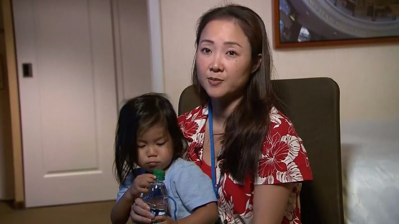 Mom forced to hold child for entire United flight after seat given away