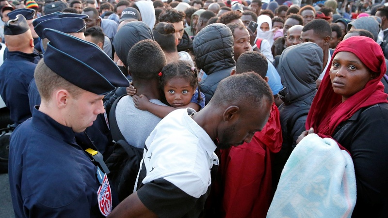 Police evict thousands of migrants from Paris streets