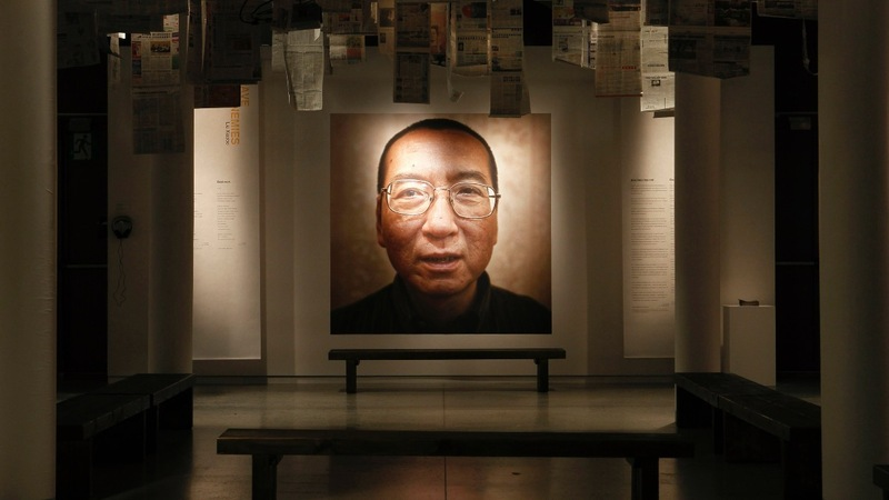 World leaders mourn dead Chinese dissident