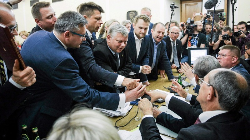 Polish lawmakers vote to have more powers